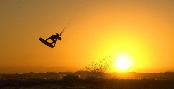 kiteboarding-sunset
